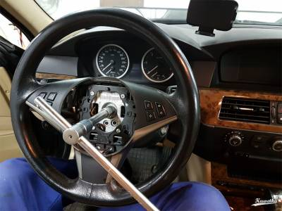 Kierownica BMW E61 - odkręcanie kierownicy