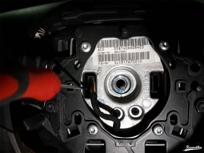 BMW E61 - wypinanie wtyczki od multifunkcji kierownicy