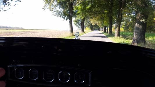 Powrót do domu - Citroen C4 z 1932 roku. Widok z kabiny.